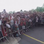 Los jugadores del Millonario salieron a la puerta del hotel para saludar a los hinchas. #RiverEnCórdoba https://t.co/2Mk58SCIQP