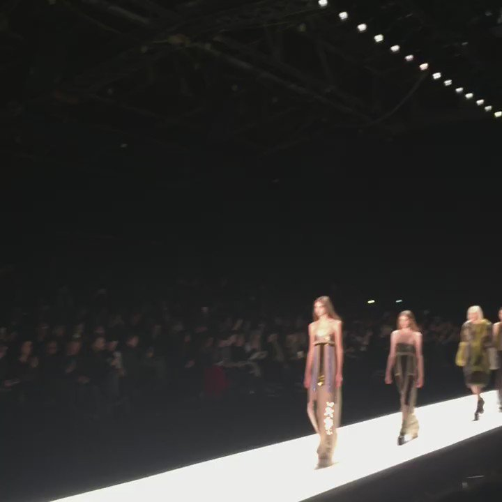 Long, lean, and lithe, this is the @verawanggang finale #NYFW https://t.co/F1EJyIrEEi