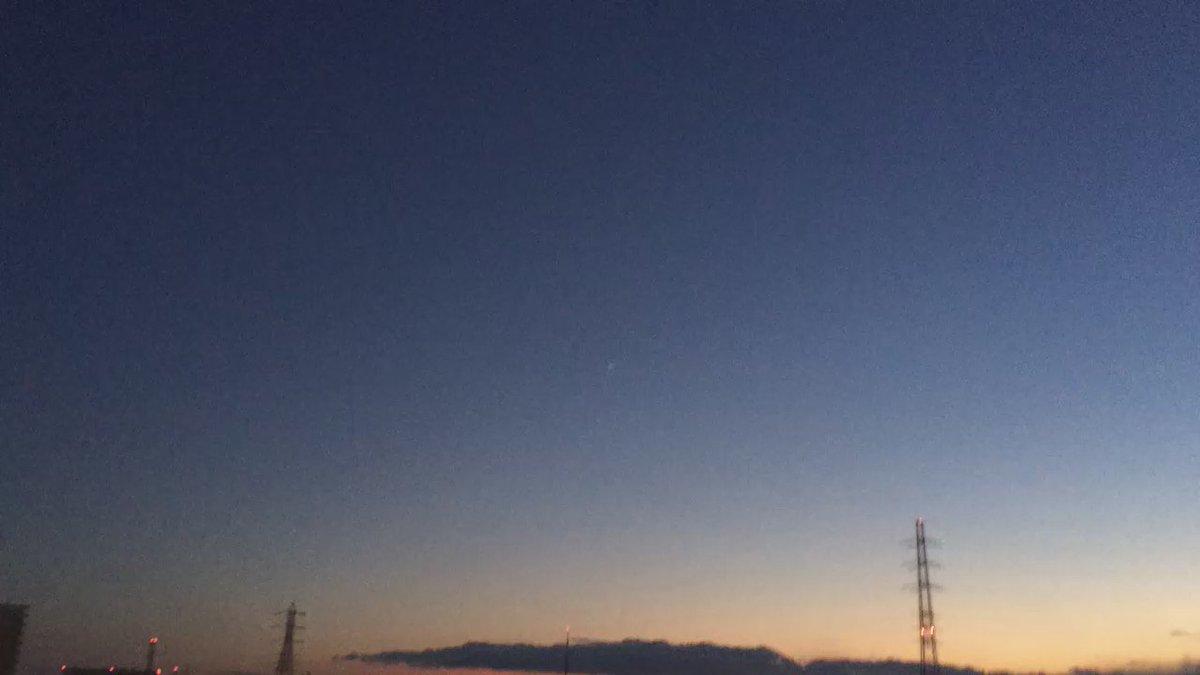 動画です。上昇するH-2Aロケット30号機。2016-02-17、川崎市内から。iPhone 5sで撮影。 https://t.co/B28TLH5Vx9