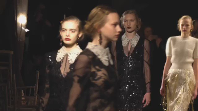 ERDEM Autumn Winter 2016 #LFW #erdemBTS #AW16 #ERDEM #runwayinmotion https://t.co/dpYOWSe9en