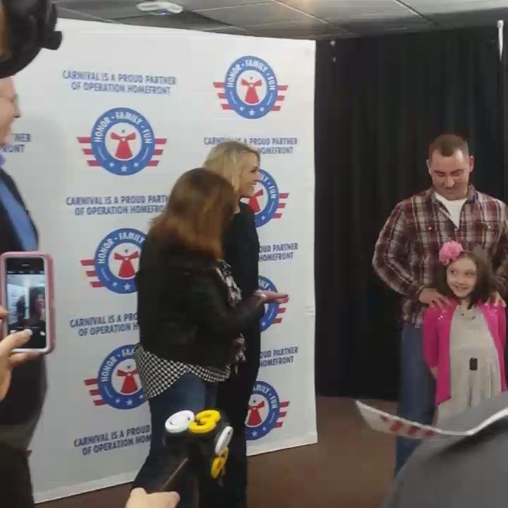 Carrie Underwood surprises local military family #HonorFamilyFun #philly #CarrieUnderwood https://t.co/edYy5Ge5h8