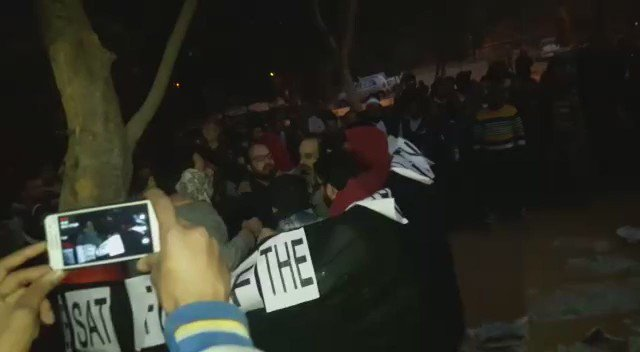 Video by JNU Security Staff in which slogans like 'Bharat Ko Ragda-De Ragda' clearly audible. Fringe frenzy in JNU. https://t.co/PXgjzBEh1j