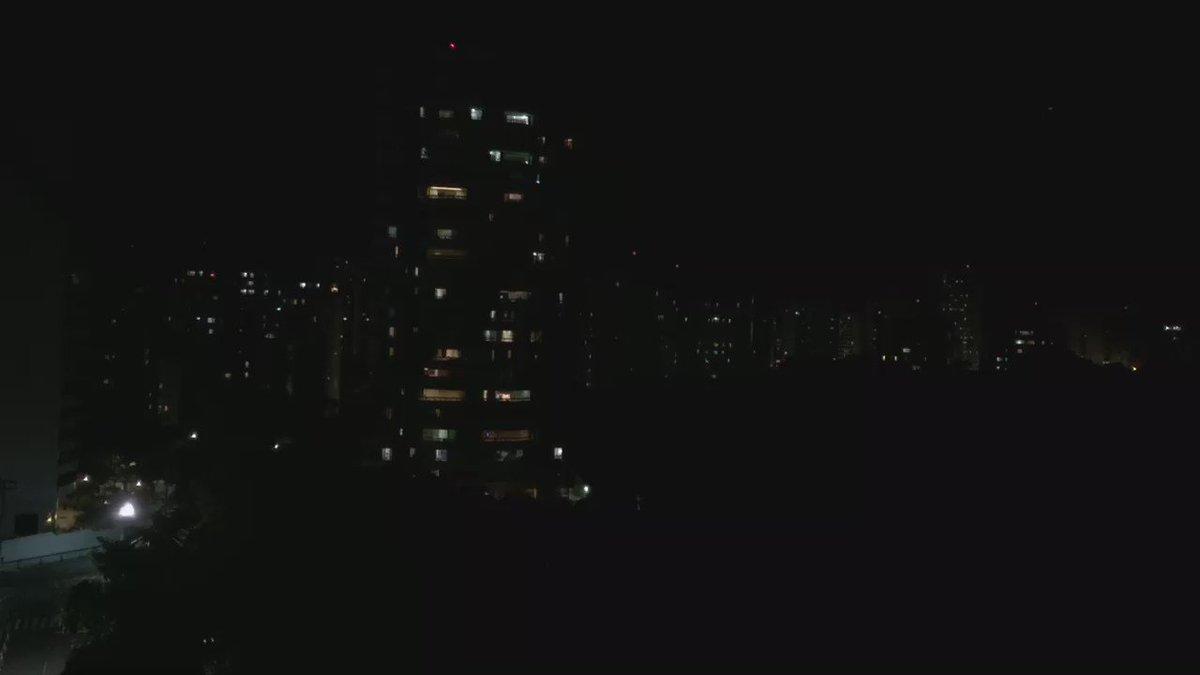 Panelaço hoje em Salvador foi mais forte. Houve buzina e fogos de artifício. https://t.co/BorL3lUYcQ