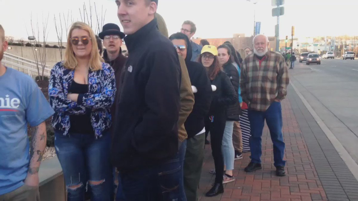 There are so many #Tulsa people waiting for the @BernieSanders rally. Stretching around the @BOKCenter now. https://t.co/rMTlXqSEZb