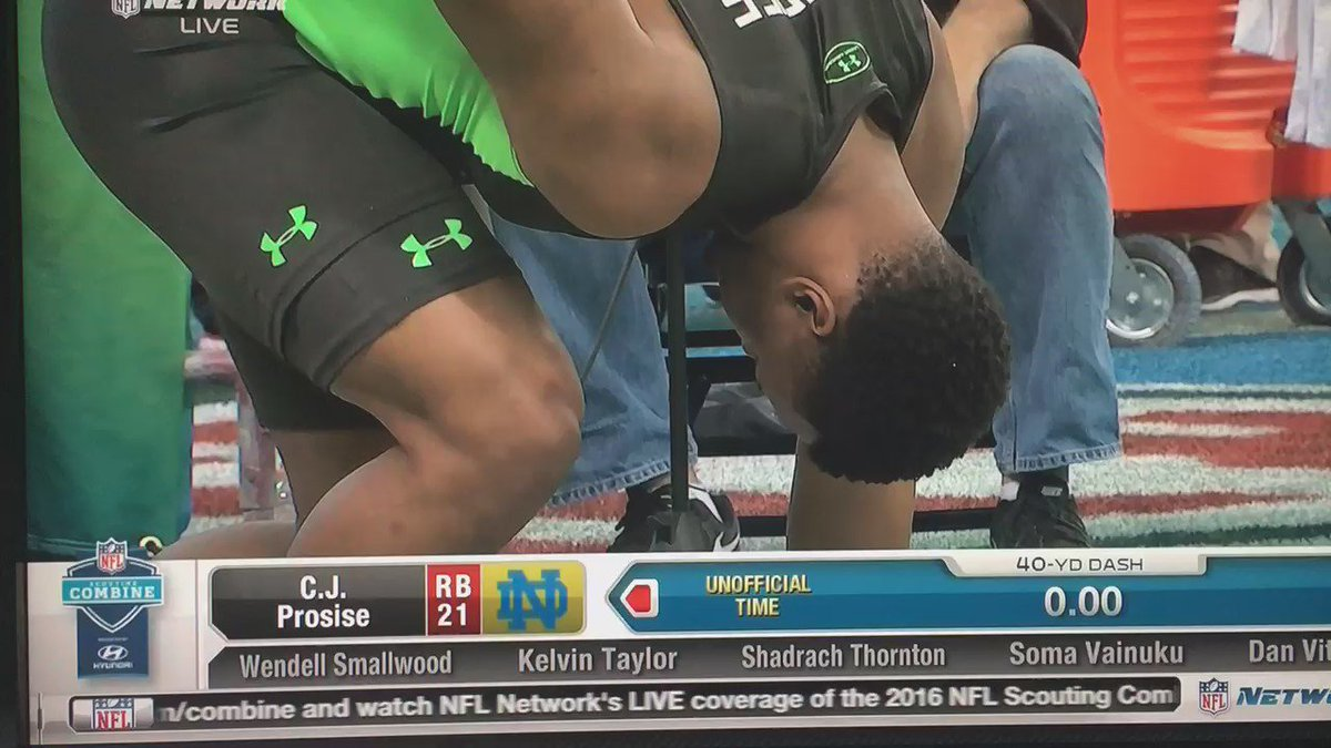 C.J. Prosise runs an unofficial 4.46 in his first 40-yard run at the NFL Combine. https://t.co/3FHHYrrxLz