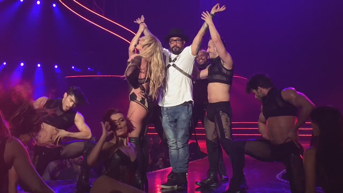 Freak Show pt. 2 featuring @skulleeroz.@britneyspears #PieceOfMe https://t.co/gWdbTNSyUM