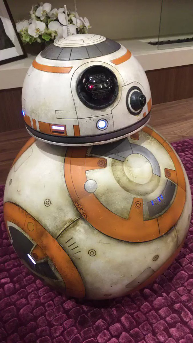 My new friend BB-8! ❤️???????????? https://t.co/7SOlXftilH