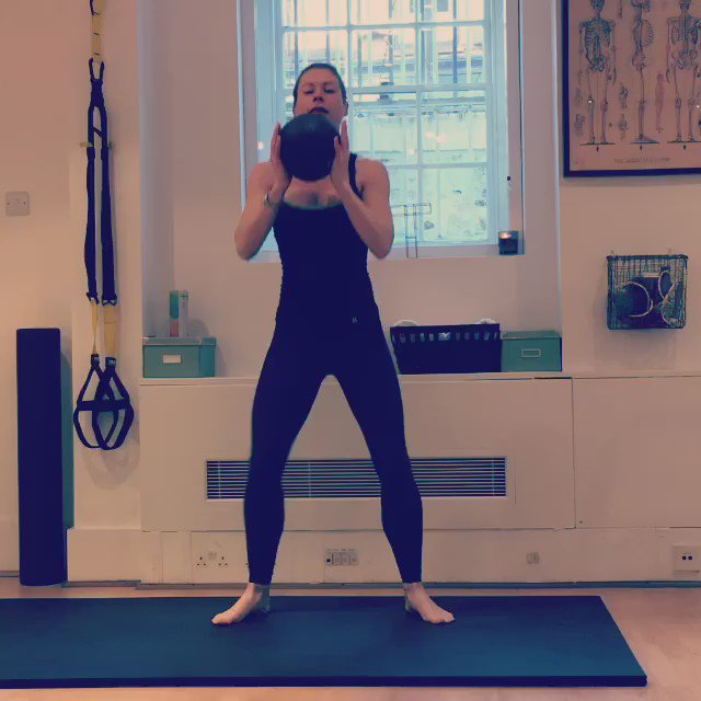 Add a medicine ball into this routine to lift the heart rate!! Great for the arms, glutes, quads #themodelmethod https://t.co/EfK2K542uU