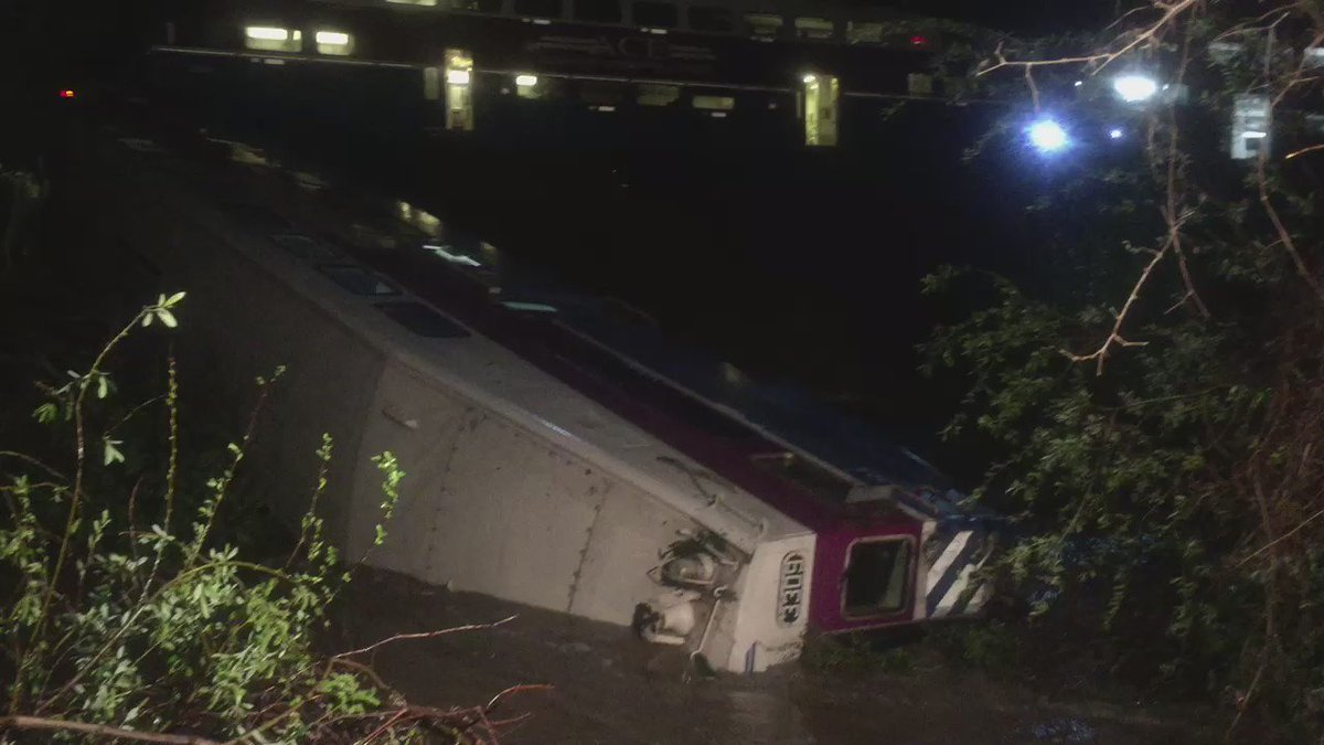 VIDEO: Train derailment in #Sunol. Rescue in progress. @FremontFire @AlamedaCoFire @CHPDublin @ParamedicsPlus https://t.co/LBKgQLWFWB