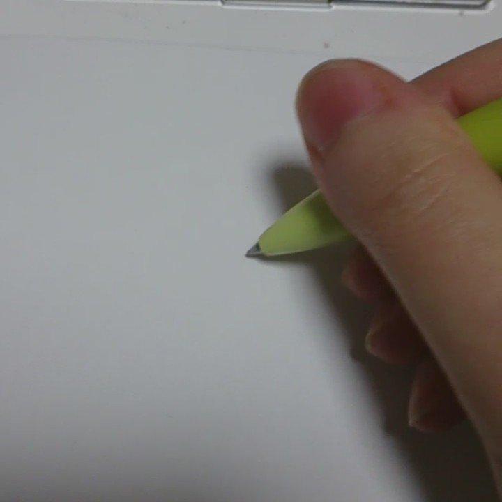 下書き描いて線描いて消しゴムかけて線がビャッってなってぐえーって経験あるひとたちみんなに勧めたいボールペンがサラサドライっていうボールペン これすごいよ描いてもすぐ乾くから消しゴムかけてもビャッってならないの!おすすめ! https://t.co/hNYQRlhViJ