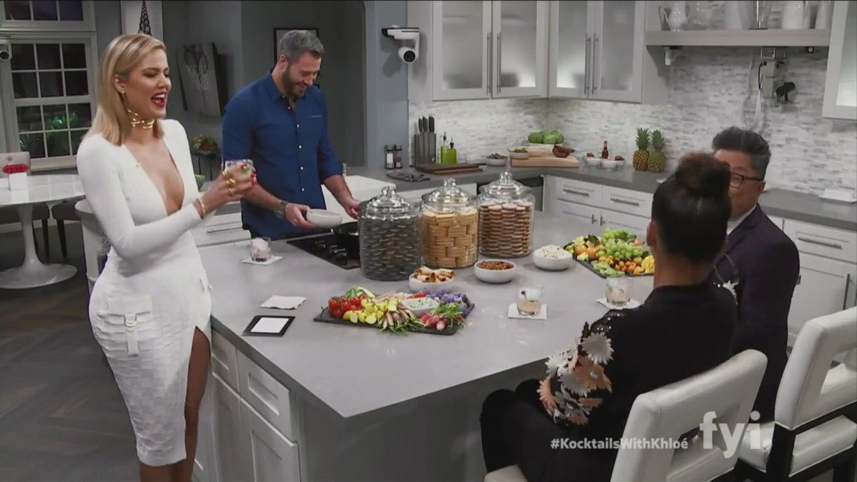 Real talk with my guests @CassieSuper and @alecmapa... #kocktailswithkhloe https://t.co/m6ffUAeAbj