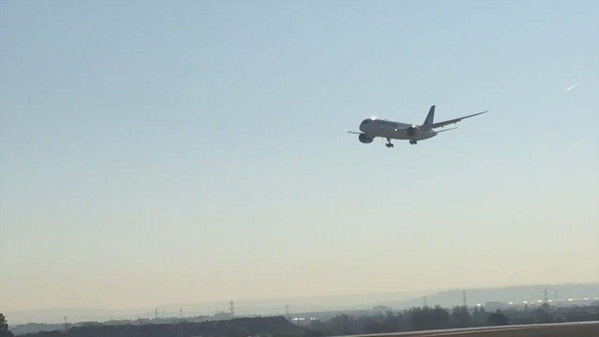 Espectacular estreno con pasada a baja altura de nuestro primer #Boeing787 ¡Gracias Aeropuerto #MadridBarajas! https://t.co/PGBi4iUb8n