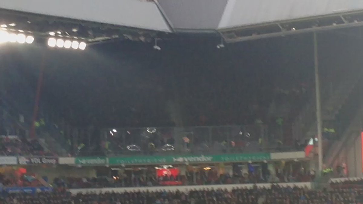 Get a feel for how loud the Ajax fans were. We were at almost the opposite end of the ground... #afca #vak410 https://t.co/6EJE8kiooi