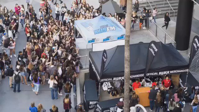 Check out BIEBER LA Store tonight and open 9am-5pm tomorrow-Wednesday to all fans! @justinbieber @teamlastore https://t.co/QLKA530jtZ