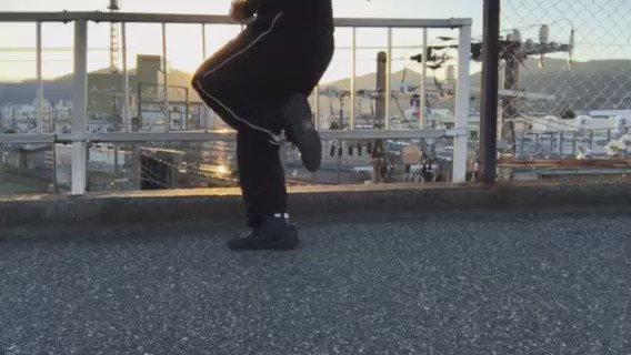 今日のドラムンベースステップ練習。ランニング中にロケーションの良い場所を発見したんで撮ってみる #dnbstep #dance #ダンス https://t.co/sHpcE61HIv