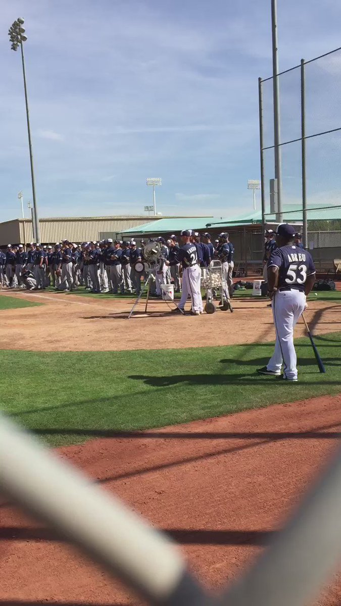 Ten baseballs go in there, ten baseballs get caught. Applause ensues. Fun day at #Brewers camp. https://t.co/k6m2TyTQvQ