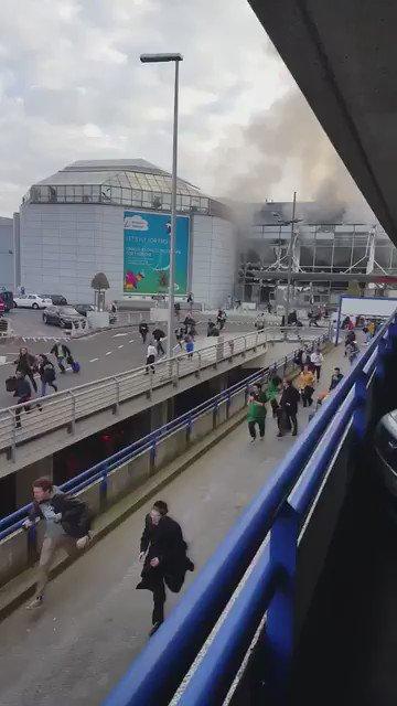 Primeras imágenes del aeropuerto de Bruselas tras registrarse dos explosiones https://t.co/9syHOb7ilk https://t.co/gcT7fNJljx