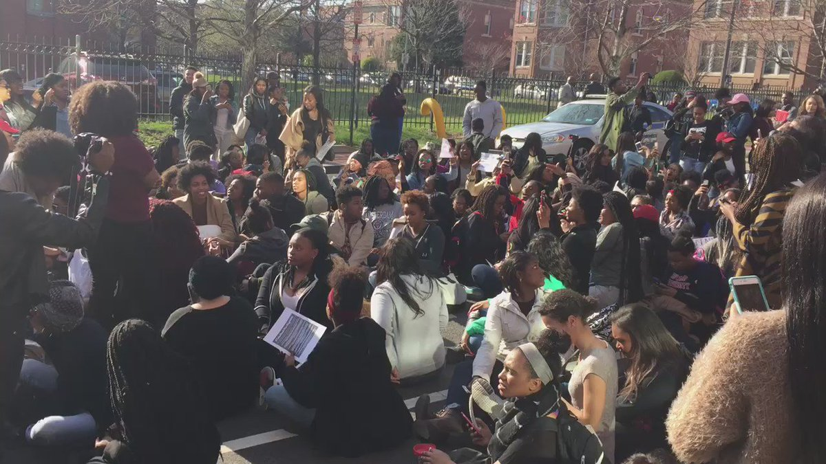 "Dozens of @HowardU student protestors now blocking 4th Street chanting ""no means no"" @wusa9 https://t.co/kBT8SkuOUm"