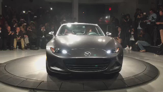 Watch the Mazda MX-5 RF's folding roof in action #NYIAS2016 https://t.co/iw56dv9gj3