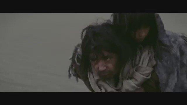 35枚目のシングル「足音 ~ Be Strong」 テレビドラマ・映画「信長協奏曲」主題歌となりました。 PVが物語風で