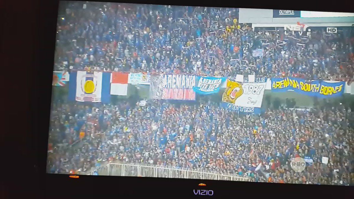 AMAZING!! I keep saying it. INDONESIA has the best supporters! #Persib #Arema https://t.co/ItNuXC88sh