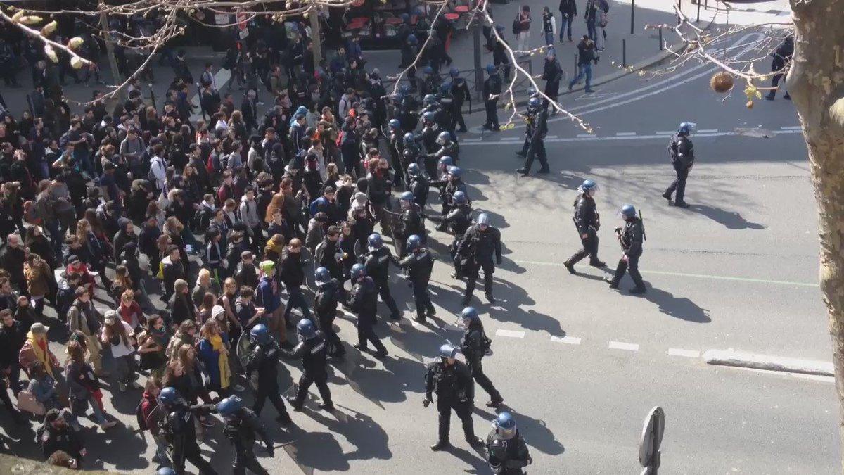 Quelques centaines de manifestants selon la police, quelques centaines de policiers selon les manifestants https://t.co/kmm3U1VHJU