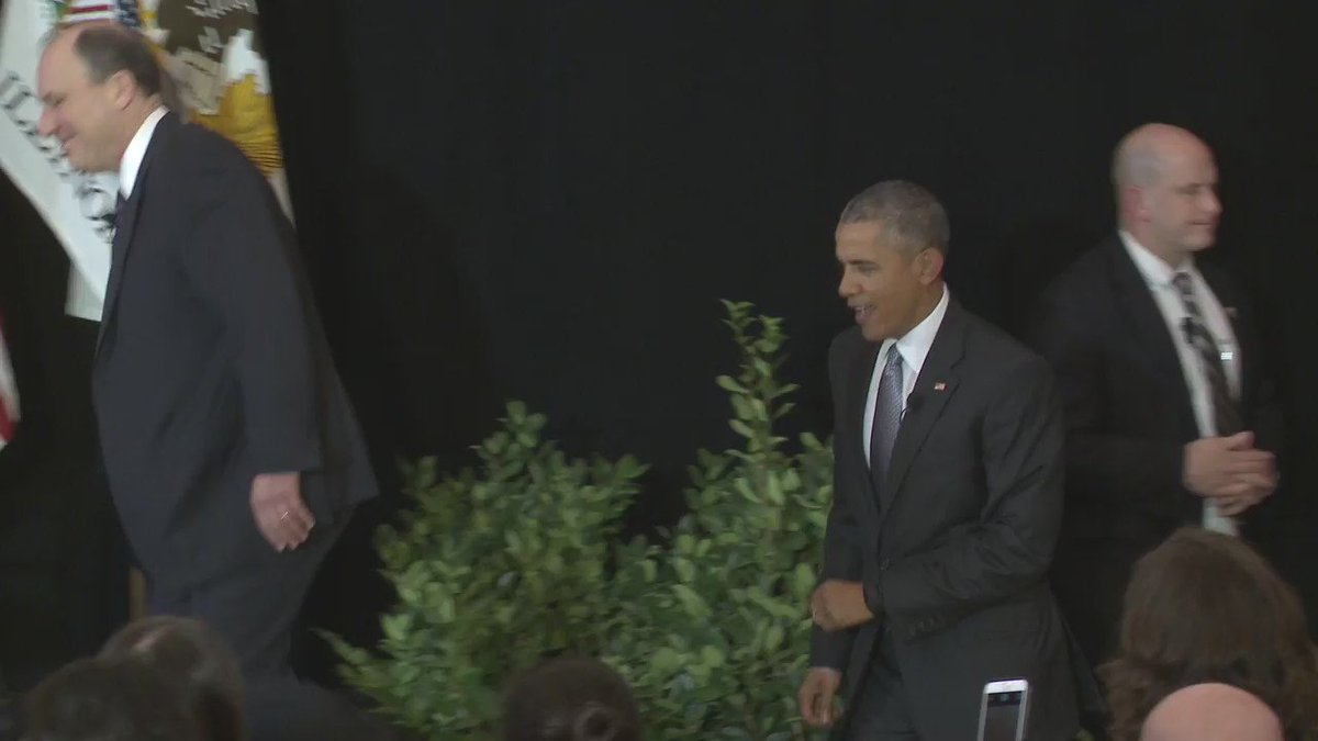 Inside President Barack Obama's visit to @UChicagoLaw yesterday: https://t.co/Rfo9FCHHhS https://t.co/jyclyzsoGE