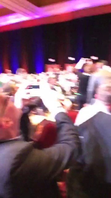 _Talesh: #WBW to that day I took a selfie video with @MagicJohnson at #MagentoImagine 😃😃 https://t.co/UKrKkBJrOV