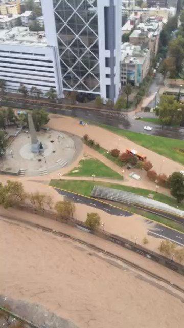 Santiago: Helicóptero de la Prefectura Aérea realiza sobrevuelo en sector de Plaza Italia. https://t.co/jA7SDtmELL