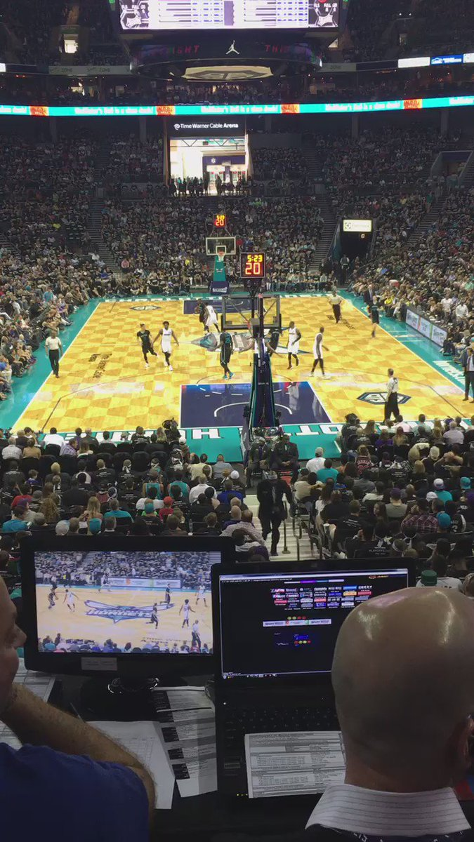 That's what I'm talking about boys! #getit #EnterTheSwarm #Hornets @hornets @TWCArena https://t.co/HZLRvlo18q
