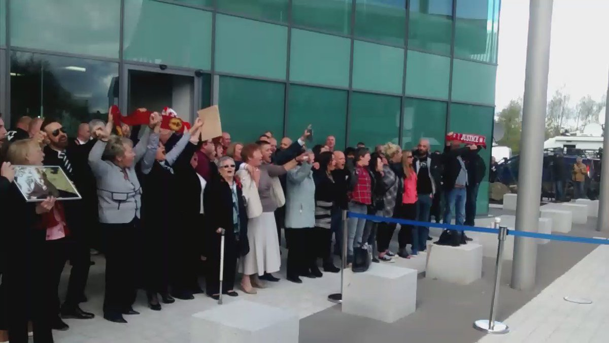 Hillsborough families emerge from the Unlawful Killing verdict and outside court sing You'll Never Walk Alone. https://t.co/pGLvhb4xuU