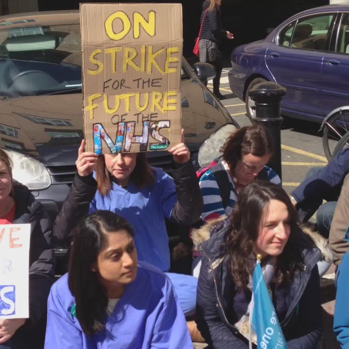 The #juniordoctors at BRI #bristol do a sit down in protest against cuts @TheBMA #nhs https://t.co/LjgbSTHhdT