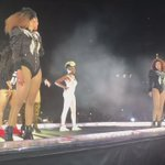 beyoncé brought two fans onstage and they knew the choreo perfectly 😂 https://t.co/uInzcrvp4H
