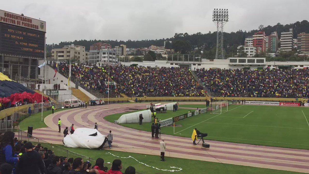 Que solidario mi país!! Hinchas de Liga, Emelec, BSC, Aucas, Nacional, etc. Todos unidos. #EcuadorSolidario https://t.co/P30ZQxoAAI