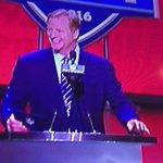 Someone yelled Free Tom Brady when Roger Goodell was announcing an #NFLDraft selection. (via @SuddsGirl) #NFLDraft https://t.co/x8PehV6b1h