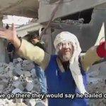 """يصرخ ويقول: """"يا أمة محمد عم ننباد... يا إسـلام ..."""" كلمات تمزق القلب... وتحكي قصة شهور من الإبادة في حلب. #حلب_تحترق https://t.co/TyFv2SyPaR"""