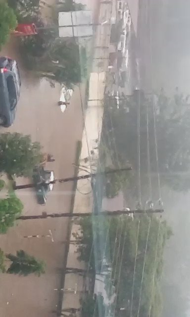 Four killed after a perimeter wall collapsed on them following heavy downpour in Nairobi's Kilimani area. https://t.co/6LlFm7MFze