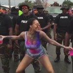 Keri Hilson twerkin on the police 👀 https://t.co/hq5JbJpDEj