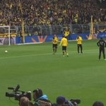 Mats Hummels fan reaction pre-match. #BVB https://t.co/dSO9Rtl0fa