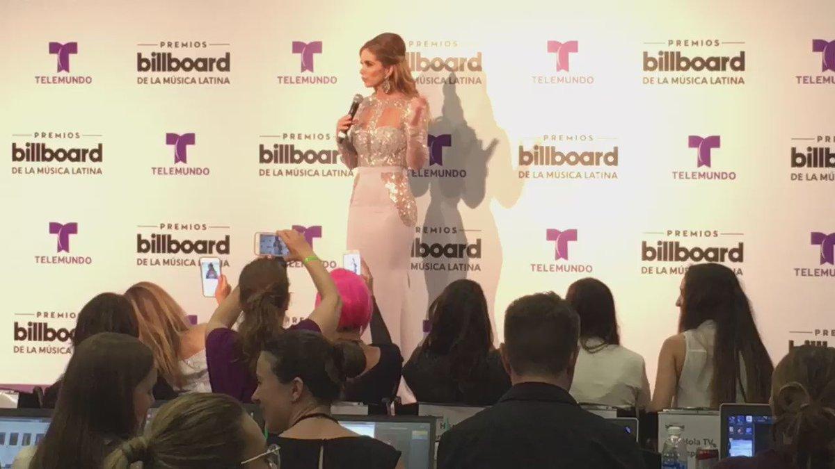@LuceroMexico recibe propuestas para grabar album con banda, tras el exito en Billboard https://t.co/e7Z7T39lVW