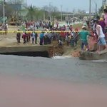 #EnVideo: comunidad rescata a hombre ciego que cayó al arroyo La María, reportan vía #WasapeaAELHERALDO. https://t.co/4ojZJFW2rn