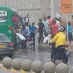 Imprudencia de un bus de Sobusa puso en riesgo la vida de pasajeros al intentar meterse al arroyo La María. https://t.co/eR9kh2iWTg