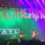 #París en vivo en @YoutheringMx ???? @layloficial prendió con todo el escenario de #youthering. https://t.co/84TAZOdHgr