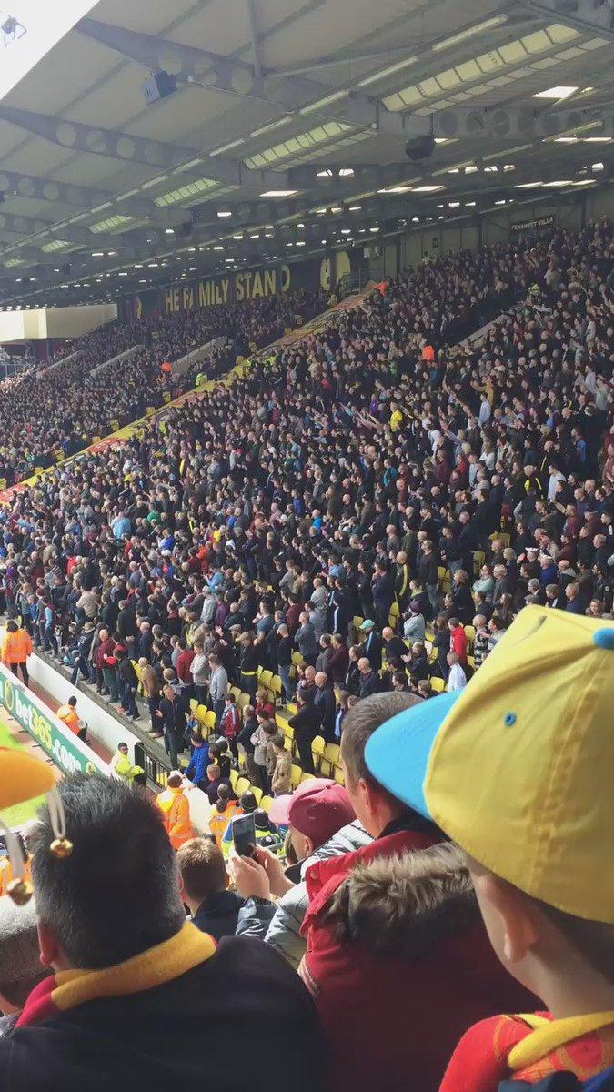 @martinlaurence7 Villa fans celebrating a corner has made my morning https://t.co/Vkwq8QuWjK