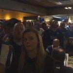 Así se celebró el gol de Morgan en un bar de Leicester. El grito de gol no se negocia. https://t.co/z9bNfFm2hQ
