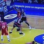Atentos a la BRUTAL agresión de Romain Sato sobre Sadiel Rojas que no fue señalada https://t.co/uzbrR6G6BG #ACB