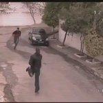 مصر أم الدنيا ،، أربع شباب هاجموا واحد يبون يسرقونه واحد منهم لاحظ كامير مراقبة علم خوياه و قلبوا السالفة محبة 😂 https://t.co/OrGCUXwCcq