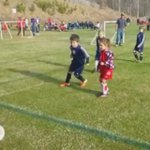 He just stops mid-game to hug his little brother 😭😍⚽️ https://t.co/bhMRLHUPBU