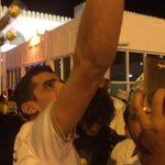 مشهد .. من استقبال جمهور #الاتحاد في عمان بعثة الفريق لحظة وصولها الى مسقط .. ويظهر في الفيديو جمال باجندوح https://t.co/fpt9yCflDx
