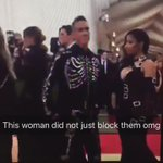 Nicki Minajs reaction when some woman tried to block her view at the #MetGala ???????????? https://t.co/I8X5Tjwzsf